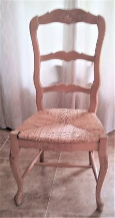 Photo COUNTRY FRENCH SOLID WOOD  RUSH CHAIRS LIKE NEW UP TO 6 - $65 (PALM BEACH GARDENS)
