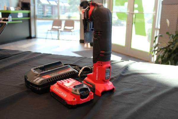 Photo Craftsman Oscillating Tool CMCE500 with 2 Batteries and Charger - $120 (Port St Lucie)
