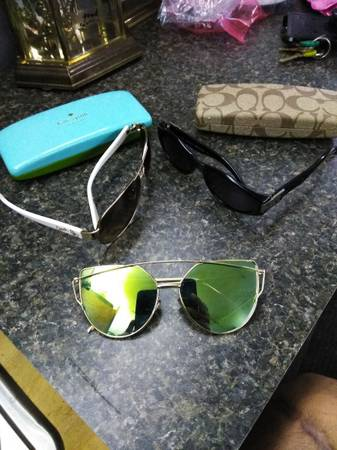 Photo Gucci Coach glasses original  xtra cases - $125 (Fort Pierce)