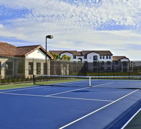 Photo Heated Jacuzzi, Bark park with water station, Lighted tennis court