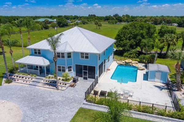 Photo Magnificent Custom home, pool, land, country living (Okeechobee)