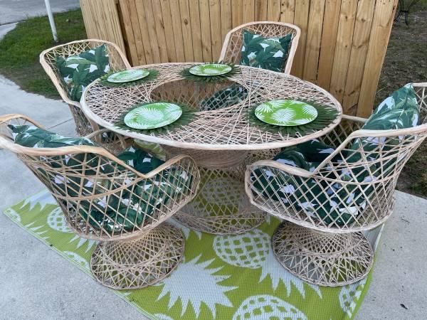 Photo Mid-Century Tommy Bahama-Style Patio Set. - $750 (Stuart)