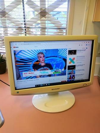 Photo PERFECT 19 INCH HD TV - REMOTE INCLUDED - ONLY $15 - $15 (Indiantown)