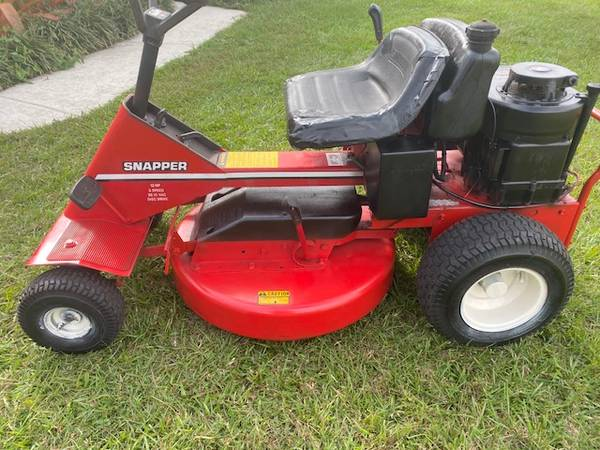 Photo SNAPPER RIDING LAWN MOWER--DELIVERY AVAILABLE - $355