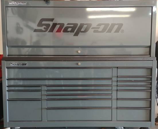 Photo Snap On tool box Excellent condition - $5000