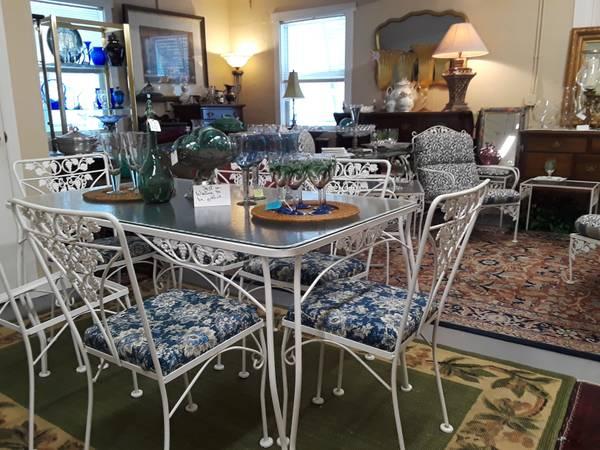 Photo Vintage Salterini Iron Table with 6 chairs - $625 (vero beach)