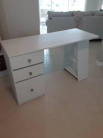 Photo White Desk - $65 (Vero Beach)