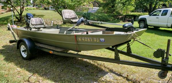 Photo 1439 Crestliner Boat w Trailer - $3,250 (Bristol)