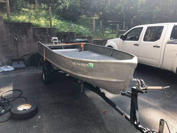 Photo 14 ft Aluminum Jon boat - $900 (Tri Cities)