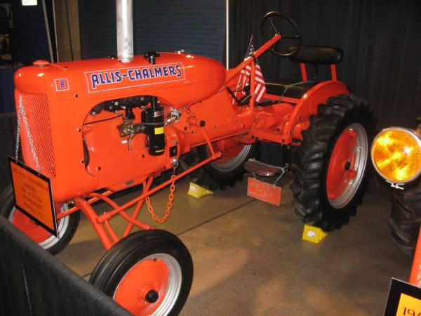 Photo 1938 B Allis Chalmers Show Tractor - $1234 (Powell)