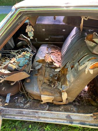 Photo 1970-72 chevelle, Monte Carlo front  back seat - $150 (Bristol Virginia)