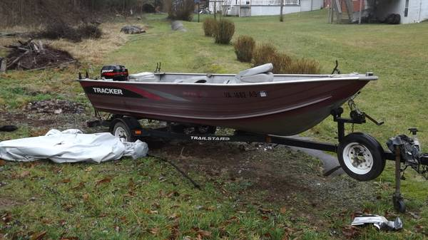 Photo 1996 BASS TRACKER BOAT AND BASS TRACKER TRAILER 9.9 HP mercury 4 strok - $3500 (SALTVILLE)