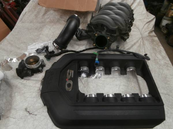 Photo 2011 -2014 COYOTE MUSTANG 5.0 V-8 INTAKE MANIFOLD,COVER,THROTTLE BODY - $200