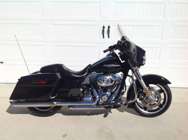 Photo 2012 Harley Davidson Street GlideLIKE NEW - $11,900 (Soddy Daisy)