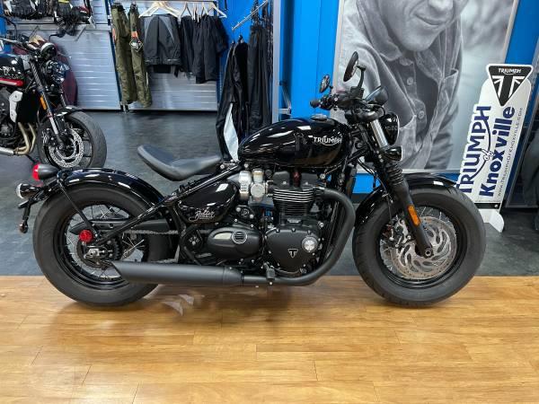 Photo 2020 Triumph Bonneville Bobber Black Jet Black (992574) - $10,999 (Clinton Hwy Knoxville)