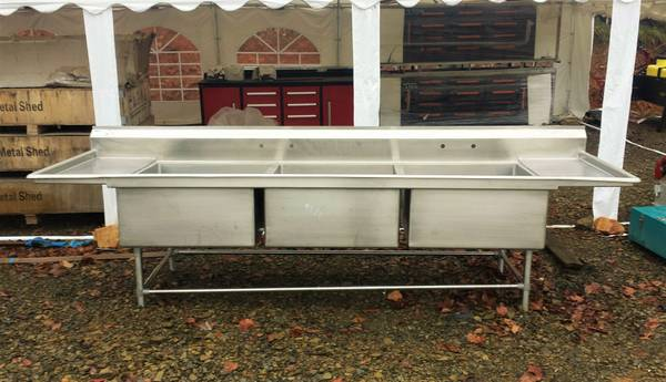 Photo 30quotx 30quot Stainless Steel 3 Bay Commercial Sink - $2,000 (elizabethton)