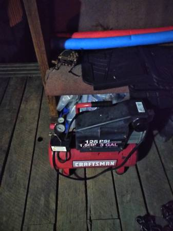 Photo Craftsman 3 gallon air compressor - $50 (Bluff city)
