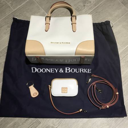 Photo Dooney  Bourke Purse and Coin Credit Card Holder - $180 (Jonesborough)