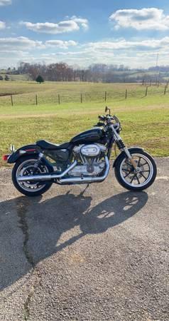 Photo Harley davidson 883 2015 EXTREMELY LOW MILEAGE - $7,500 (Talbott)