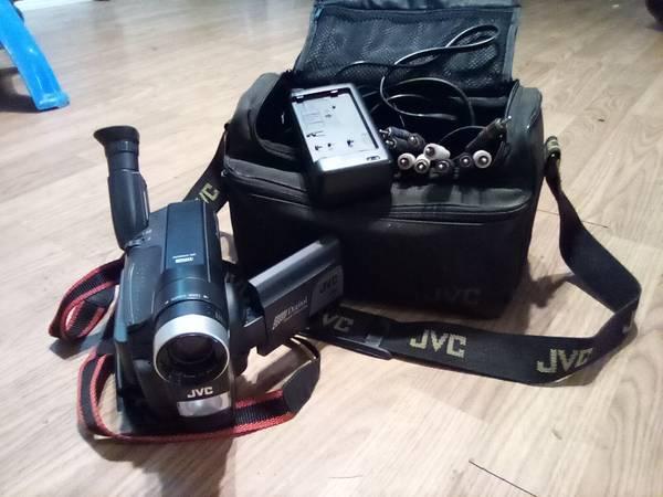 Photo JVC Palm size camcorder - $45 (Mountain City)