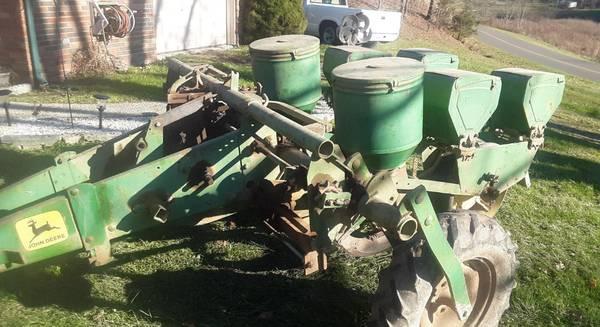 Photo John Deere Corn Planter - $550 (Blackwater VA)
