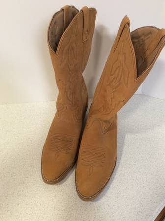 Photo Laredo 13quot Pull On Classic Western Cowboy Boots Mens 13D Brown Suede 6 - $75 (Baileyton,TN)
