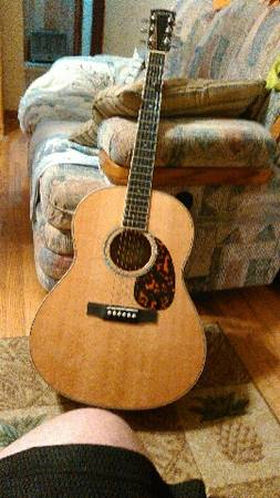 Photo Larrivee L-05 Guitar - $950 (Mountain city)
