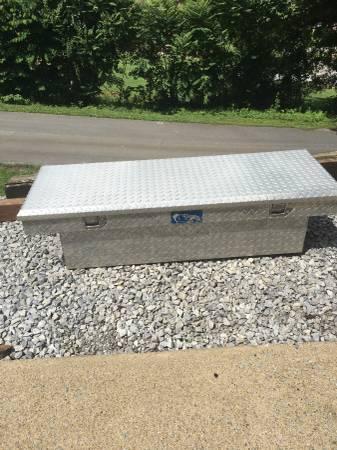 Photo Truck Tool Box fit step side or small PU - $105 (Limestone)