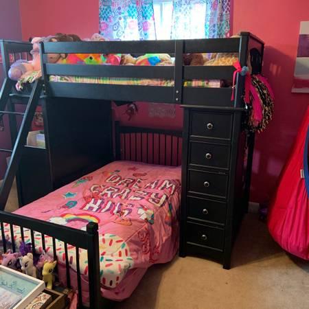 Photo Twin over twin loft bunk bed bedroom set - $800 (Johnson City)