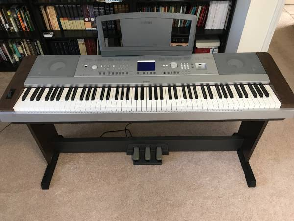 Photo Yamaha DGX-640 Digital Piano - $425 (Bristol, Tn)