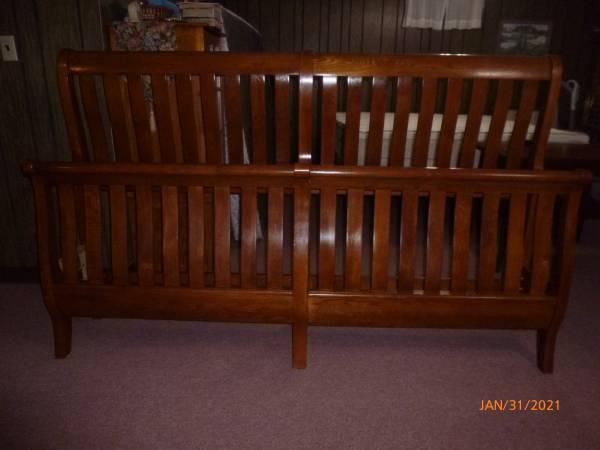 Photo quotKeller Brandquot King Size Solid Oak Sleigh Bed - $600 (Blountville)