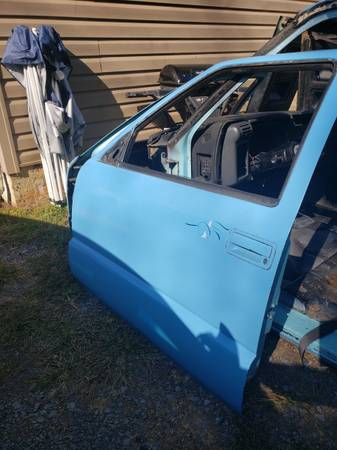 Photo reduced 94 chevy s10 door cheap - $60 (Bristol tn)