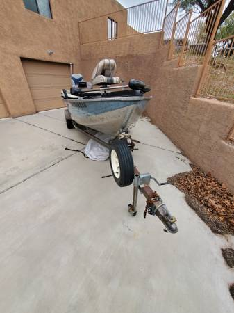 Photo 1639 Bass Tracker Boat with trailer. - $2100 (Tucson)