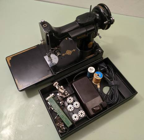 Photo 1947 Singer 221 Featherweight Sewing Machine wPedal and Case - $525
