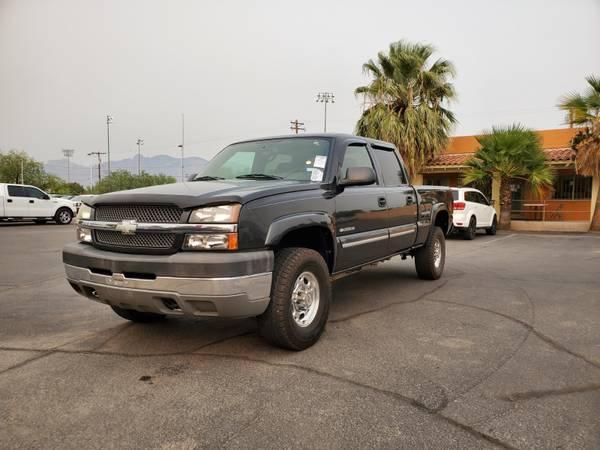 Photo 2004 Chevrolet Silverado 2500 LS Crew Cab.......WE FINANCE............ - $11,800 (CAR WORLD-3400 N Oracle Road, Tucson, AZ 85705)