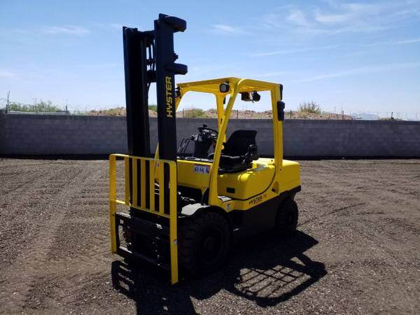 Photo 2013 Hyster Forklift Pneumatic Tire 4 Wheel Sit Down Two Stage (Phoenix)