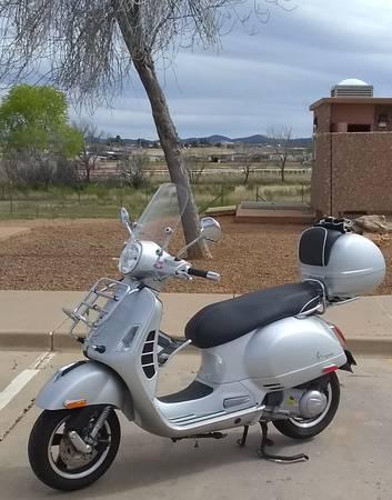 Photo 2016 Vespa GTS 300 - $4,200 (Tucson)