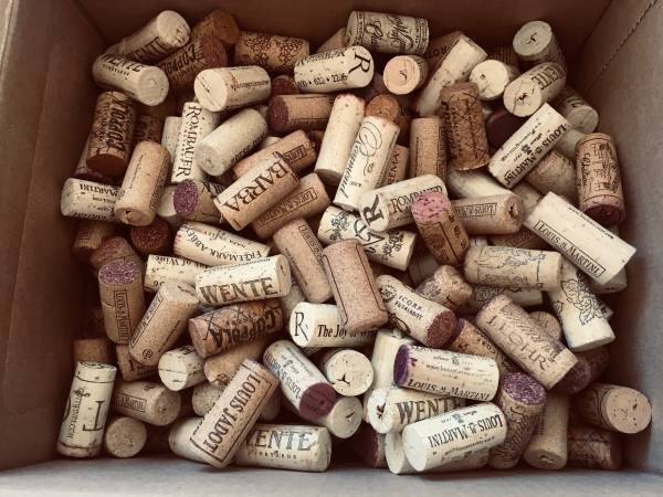Photo 300 WINE CORKS Both Red and White GREAT for CRAFTS - $20 (North Tucson)