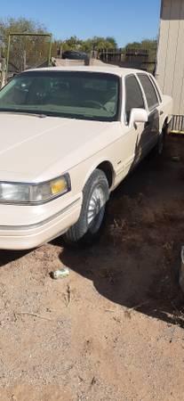Photo 96 Lincoln towncar - $3,000 (Tucson)