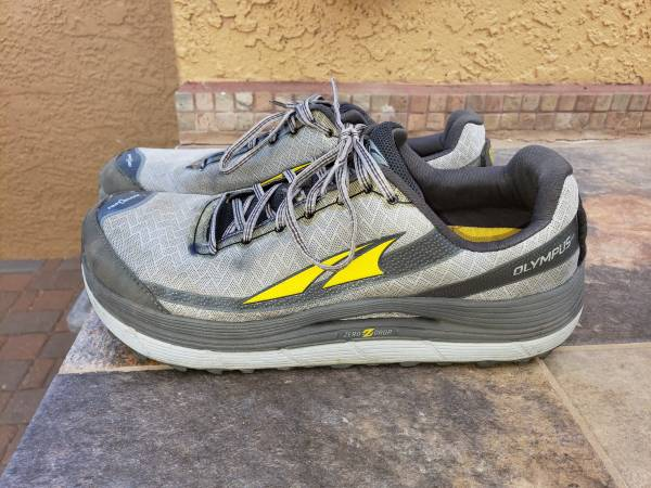 Photo ALTRA RUNNING SHOES 12.5 - $15 (TUCSON)