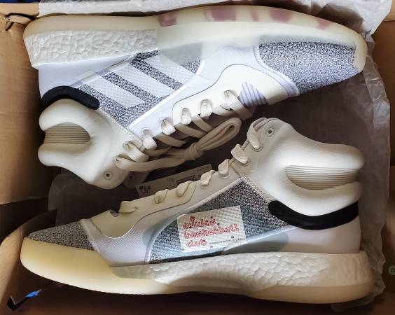 Photo Adidas Marquee Boost G28978 Basketball White Gray Boost Mens Size 11.5 - $40 (Oro Valley)