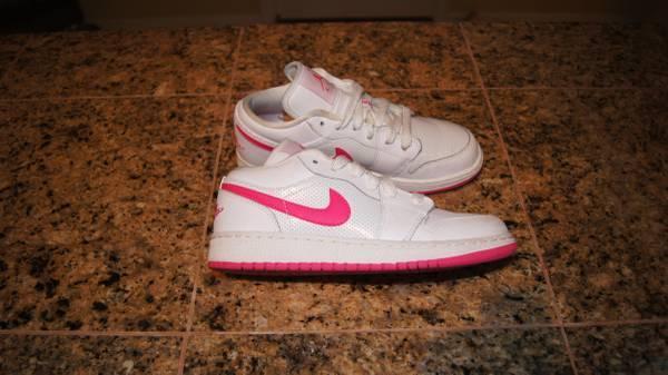 Photo Air Jordan Retro 1 Low - White  Pink - Size 4 Youth 5.5 Womens - $40 (Northeast)