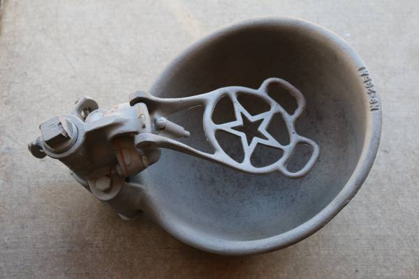 Photo Antique Cast Iron Livestock Cattle Push Paddle Water Bowl Trough Bowl - $95 (Vail)