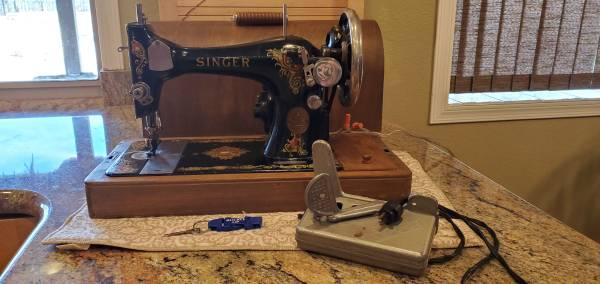 Photo Antique Singer Sewing Machine - $100 (Northeast)