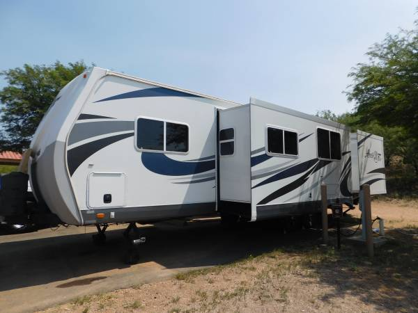Photo Arctic Fox 31 D - $32,000 (Tucson)