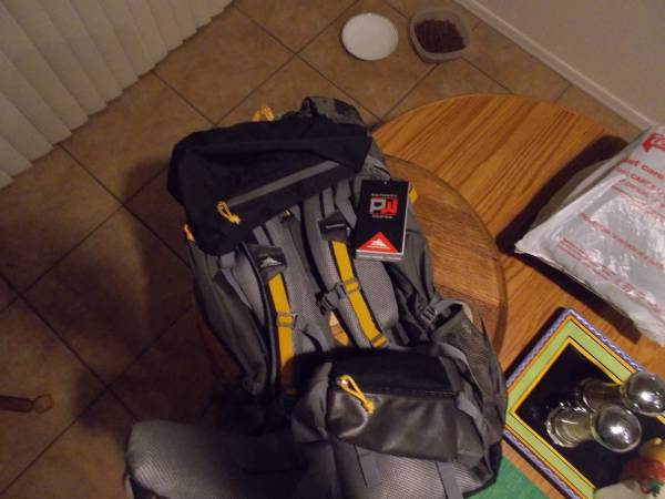Photo BACK PACK NEVER USED  PATHWAY SERIES 70 LITERHIGH SIERRA - $50 (SABINO CANYON SNYDER)