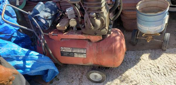 Photo CRAFTSMAN 5HP COMPRESSOR 30 GALLON - $150 (East Tucson - Kolb Road near 29th street)