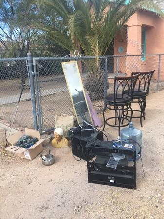 Photo CURB ALERT -- Free Stuff, Electronics, Clothing (Tucson)