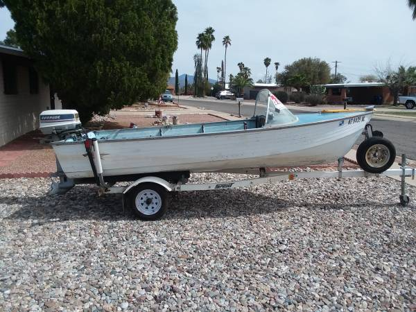 Photo Crestliner boat - $3,100 (Tucson)