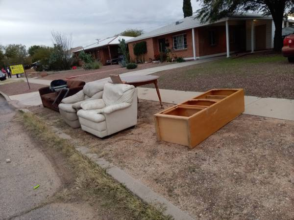 Photo Free couch, table, baby car seat and other stuff (Tucson)